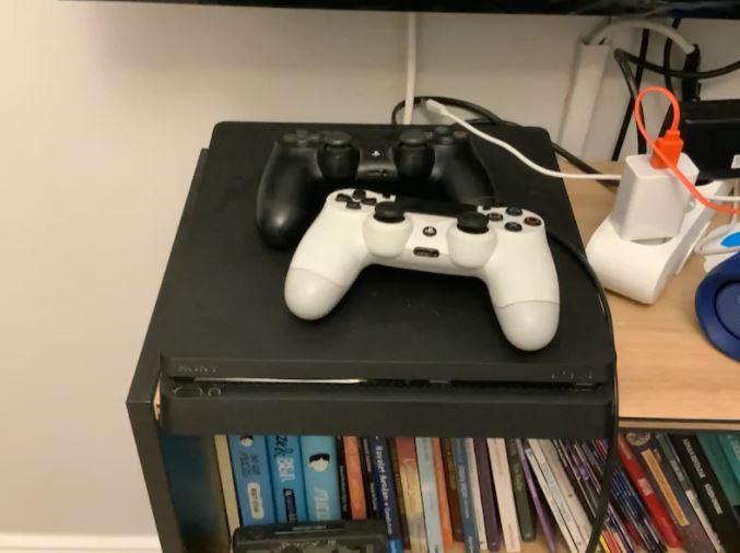 PlayStation 4 Slim 1 TB 2 Kol ve Oyunları