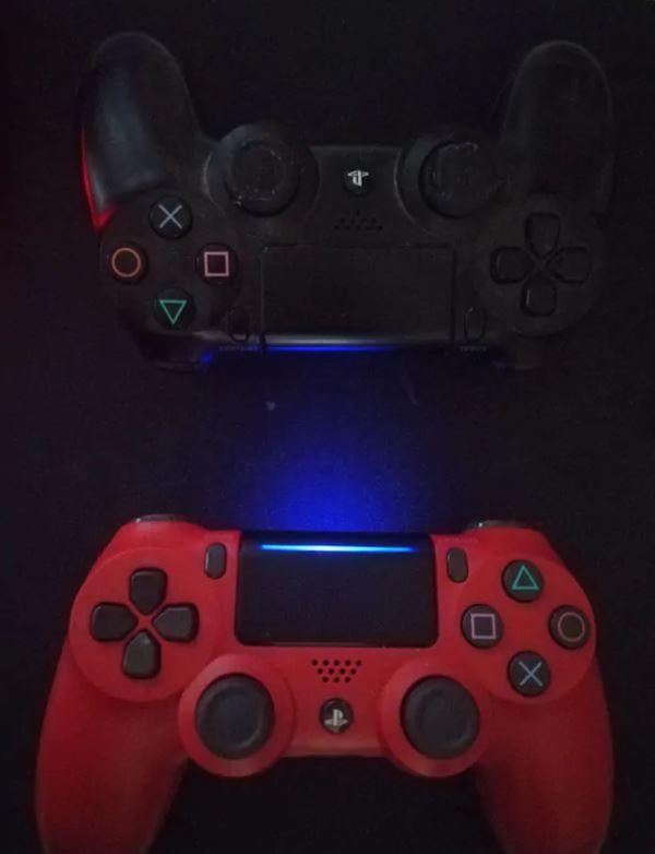 PS4 + 2 Kol + 3 Oyun Ve Konsol
