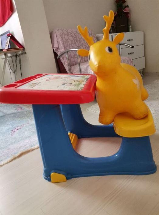 Çocuk Masası ve Oyuncak