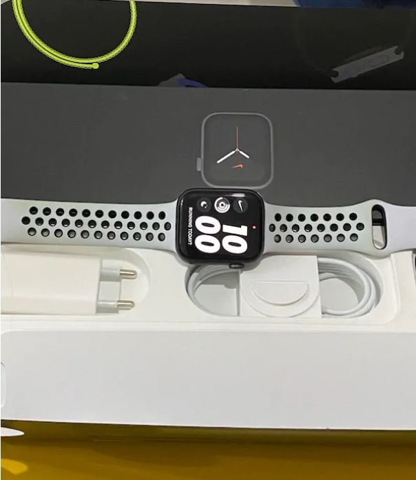 Apple Watch 5 44mm Nike