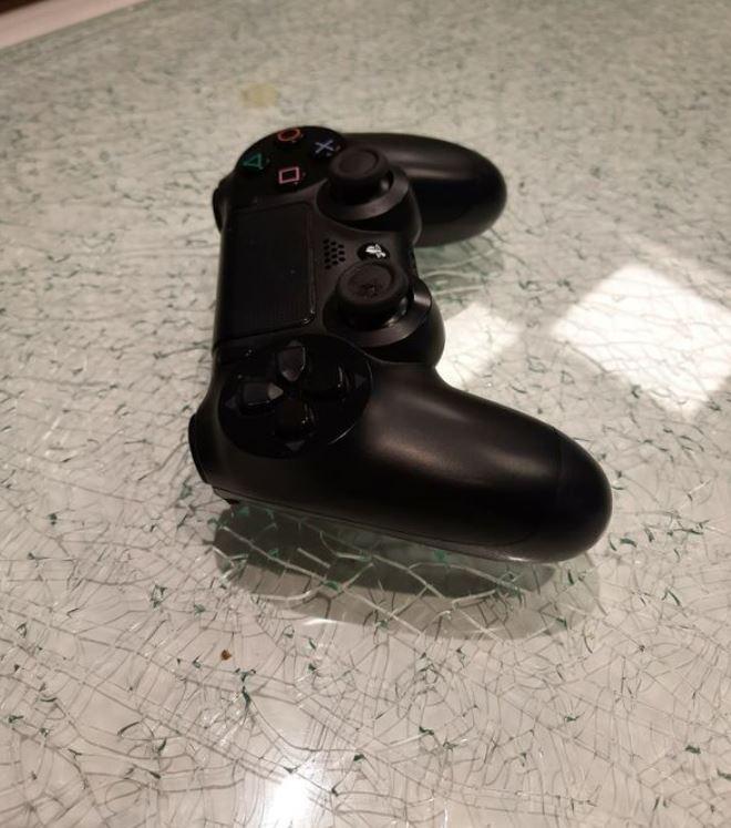 Sony PS4 Oyun Kolu Siyah