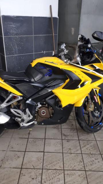 Bajaj Pulsar RS 200 Motosiklet